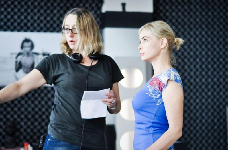 Emmanuelle Béart sul set di Bye Bye Blondie con  Virginie Despentes