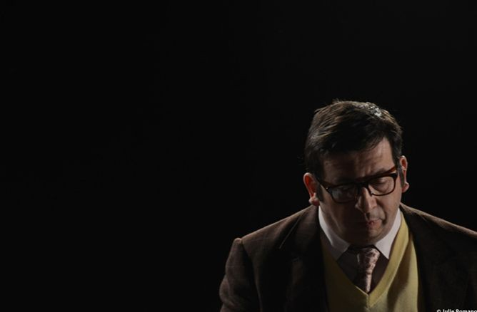 Michel Muller in Hénaut président: una sequenza del film