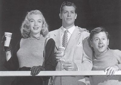 Mickey Rooney con Marilyn Monroe nel film Lo spaccone vagabondo