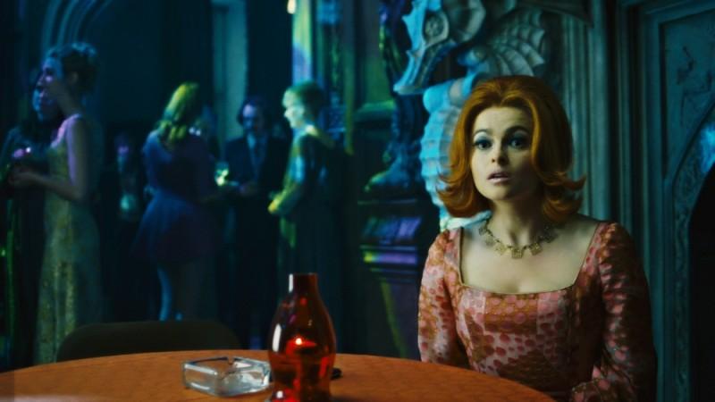Dark Shadows: Helena Bonham Carter nei panni della dottoressa Julia Hoffman in una scena del film