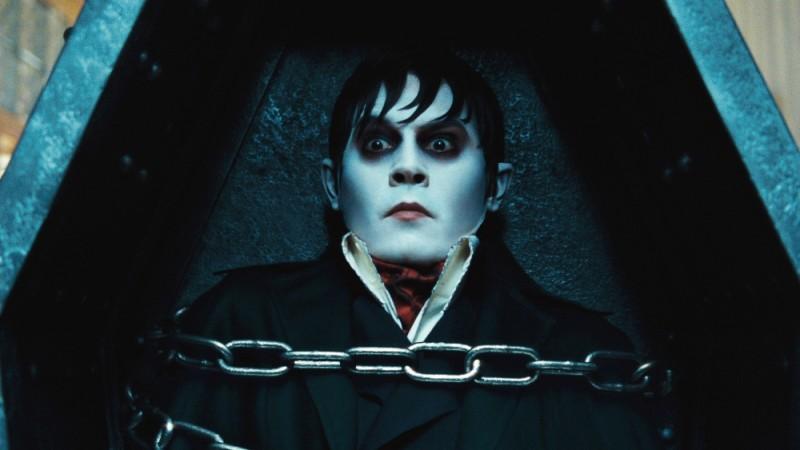 Dark Shadows: Johnny Depp con gli occhi sgranati in una curiosa immagine tratta dal film