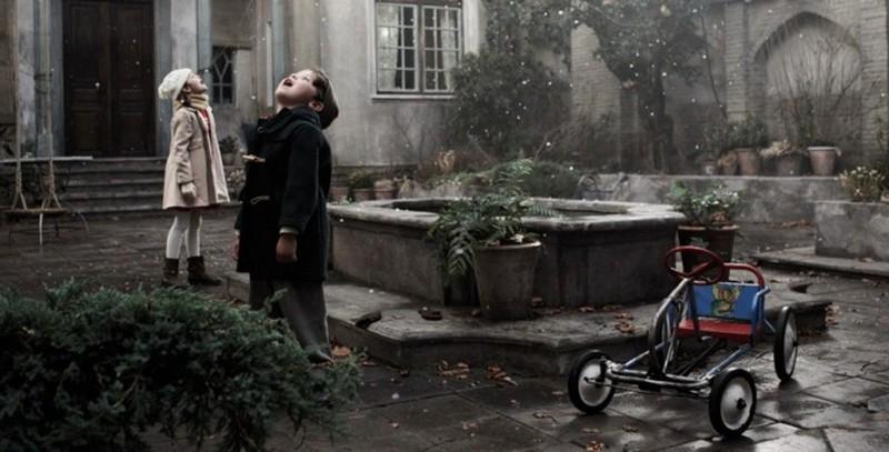 Pollo alle prugne: i primi fiocchi di neve in una fanciullesca scena del film