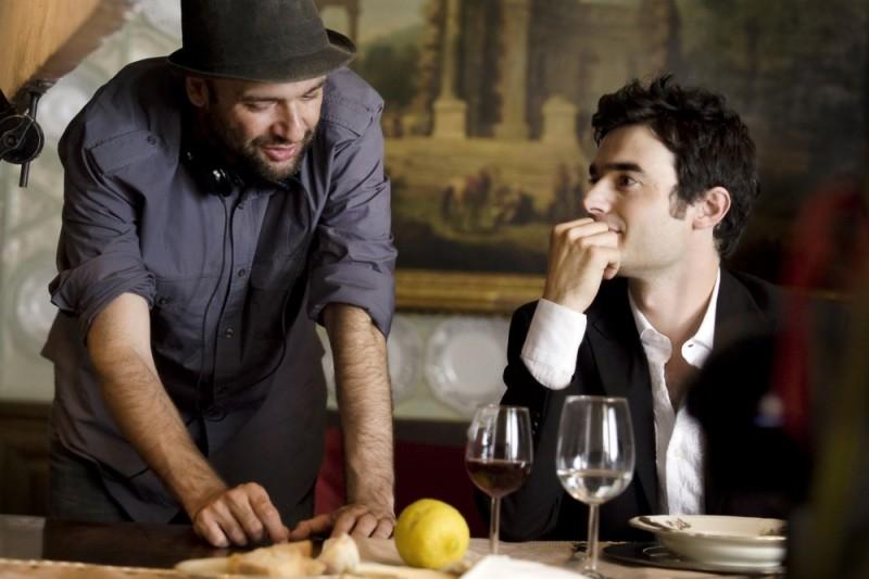 Workers - Pronti a tutto: Paolo Briguglia insieme al regista Lorenzo Vignolo sul set del film