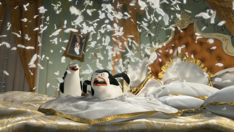 Madagascar 3: ricercati in Europa, il caos pinguinesco in un'immagine del film