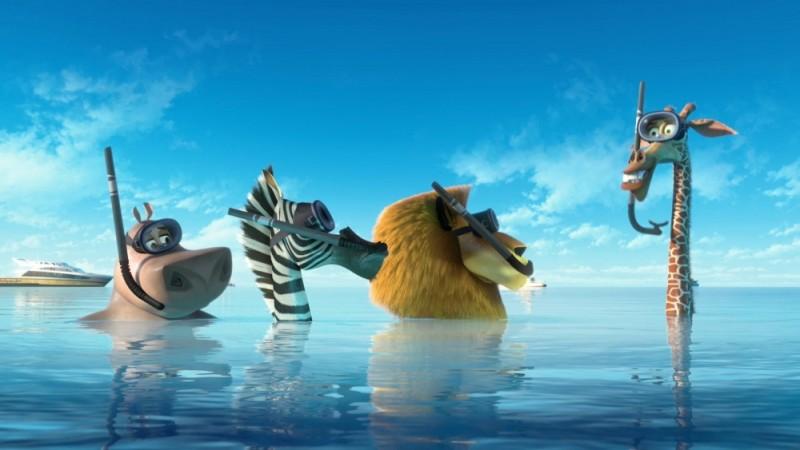 Madagascar 3: ricercati in Europa, Melman, Marty, Alex e Gloria emergono dall'acqua in una scena del film
