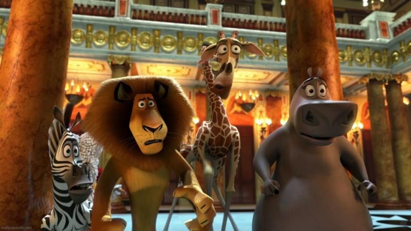 Madagascar 3: ricercati in Europa, Melman, Marty, Alex e Gloria in teatro in una scena del film