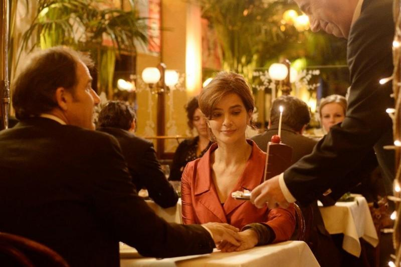 Ciliegine: Laura Morante e Frédéric Pierrot durante una cena romantica in un'immagine del film