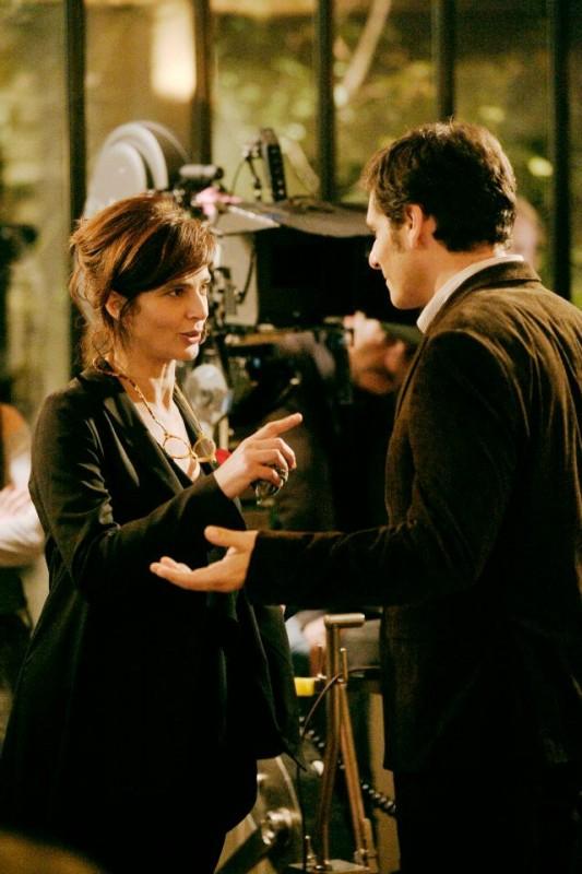 Ciliegine: Laura Morante insieme a Pascal Elbé sul set del film discutono di una scena
