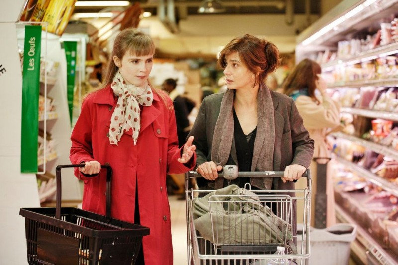 Ciliegine: Laura Morante parla con Isabelle Carré in una scena del film