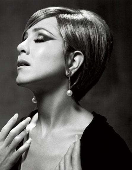 Jennifer Aniston in posa come la Streisand