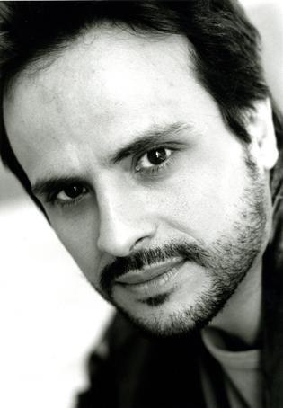 Maximilian Nisi in una foto in bianco e nero