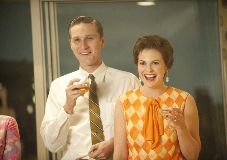 Aaron Staton e Larisa Oleynik nell'episodio A Little Kiss - Part 1 della quinta stagione di Mad Men
