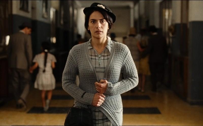 Maya Sansa nei panni di Catherine Cormery in una scena del film drammatico Il primo uomo