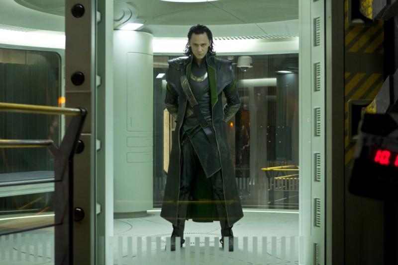Tom Hiddleston è Loki in una scena di The Avengers