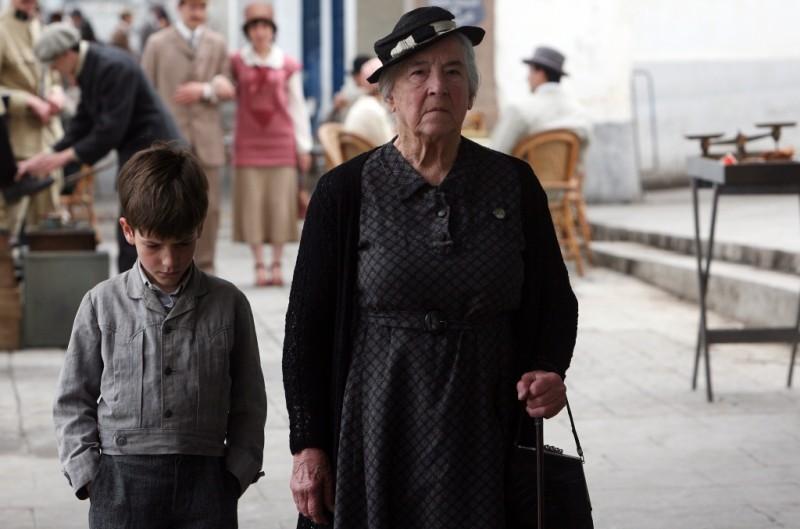 Ulla Baugué in una scena de Il primo uomo insieme al piccolo Nino Jouglet
