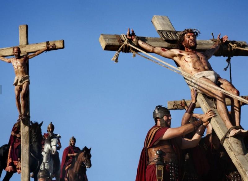 Andreas Pietschmann è Gesù crocifisso nella fiction Maria di Nazaret