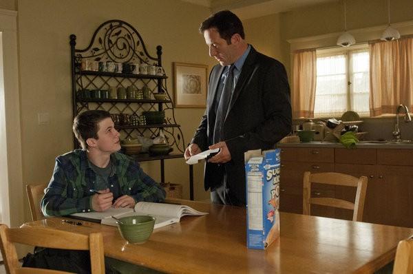 Awake: Dylan Minnette e Jason Isaacs in una scena dell'episodio Kate is Enough