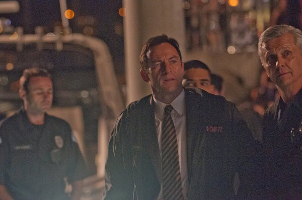 Awake: Jason Isaacs in una scena dell'episodio Kate is Enough