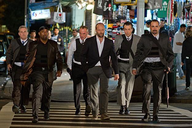 Foto di gruppo per il cast di Safe in azione: insieme a Jason Statham troviamo James Colby, Barry Bradford, Robert John Burke, Matt O'Toole e Jay Giannone