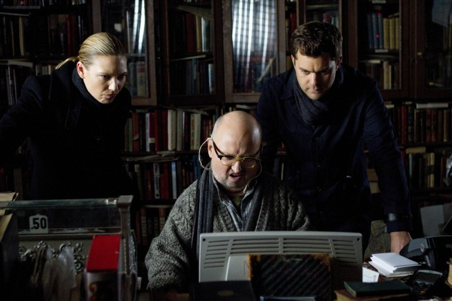 Fringe: Clark Middleton, Joshua Jackson ed Anna Torv nell'episodio Nothing As It Seems