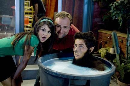 Selena Gomez e David DeLuise sul set della serie I Maghi di Waverly