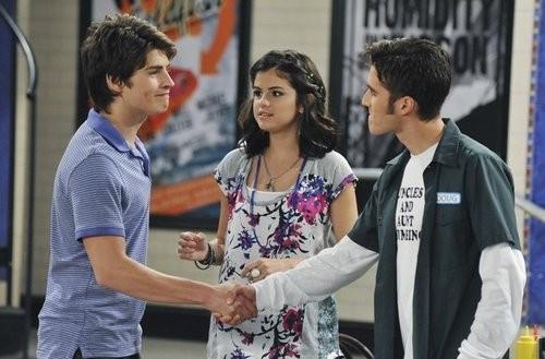 Selena Gomez in un momento della serie I Maghi di Waverly