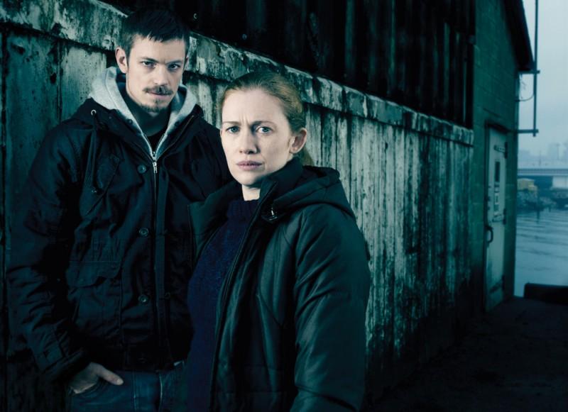 The Killing: Mireille Enos e Joel Kinnaman in una immagine promozionale della stagione 2