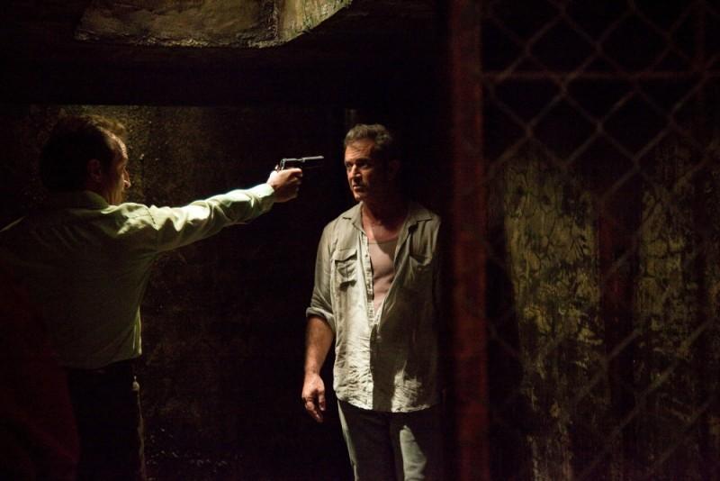 Viaggio in paradiso: Mel Gibson sotto minaccia in una cupa scena del film