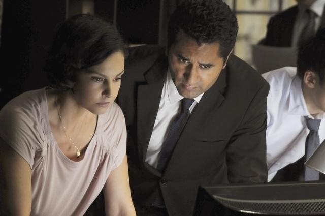 Ashley Judd con Cliff Curtis nell'episodio Ice Queen della serie Missing