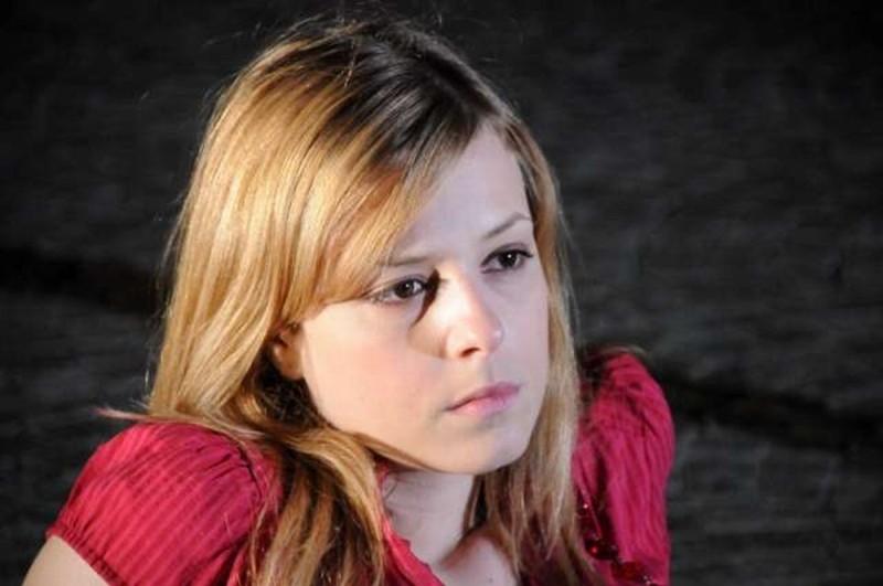 Amore liquido: Sara Sartini nei panni di Agatha in una scena del film