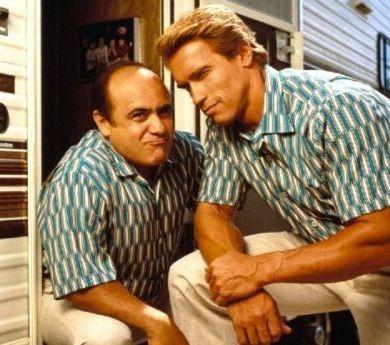 Arnold Schwarzenegger e Danny DeVito sono... I Gemelli (1988)