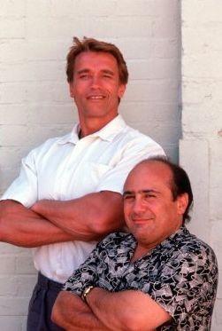 Arnold Schwarzenegger e Danny DeVito sono I Gemelli (1988)