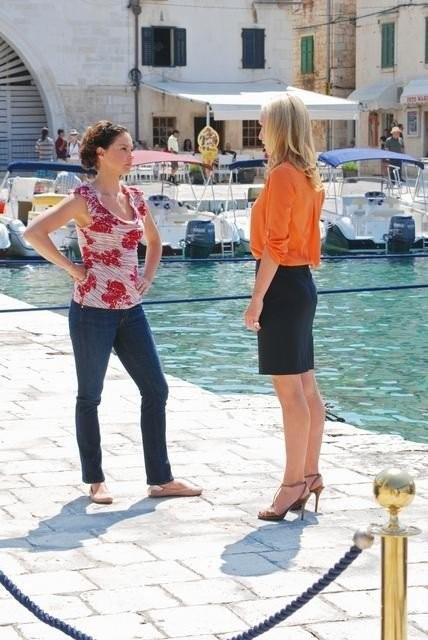 Ashley Judd e Victoria Smurfit nell'episodio Ice Queen della serie Missing