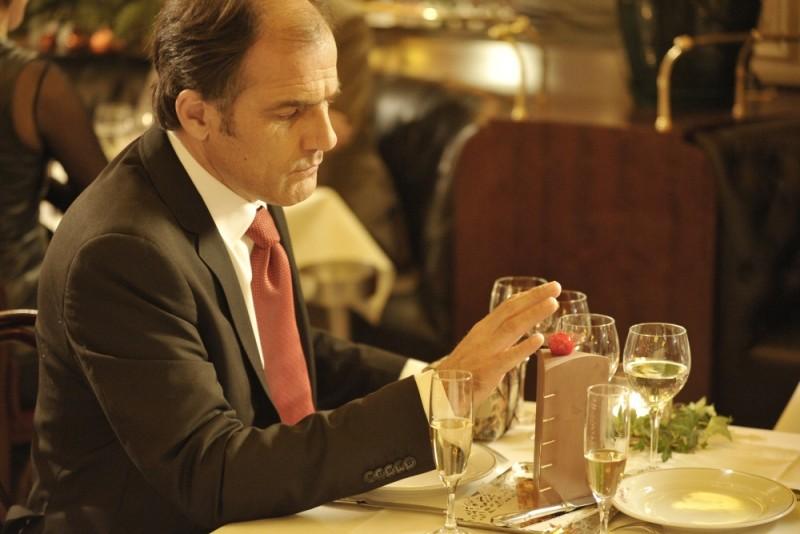 Ciliegine: Frédéric Pierrot punta la ciliegina sulla torta in una scena del film