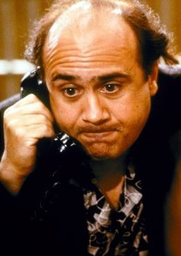 Danny DeVito al telefono ne I Gemelli (1988)