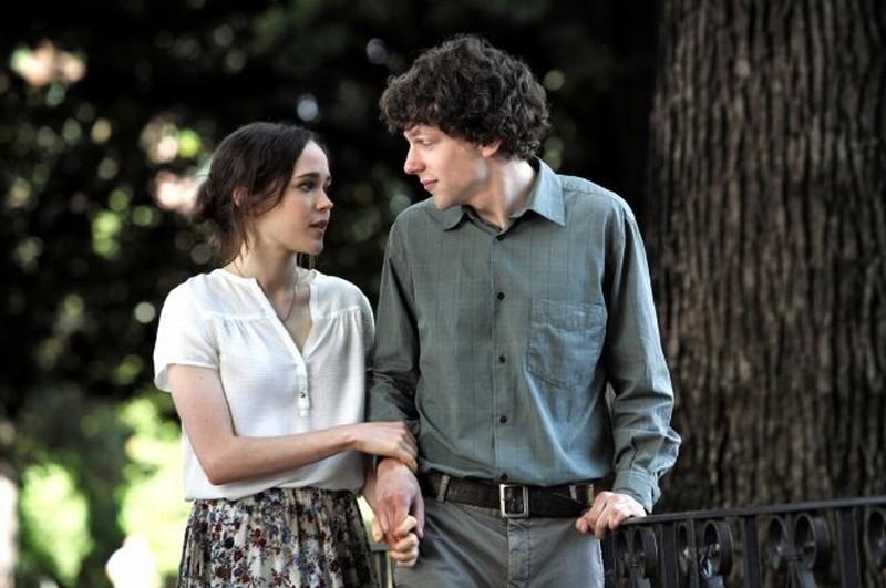 Jesse Eisenberg insieme ad Ellen Page in una scena di To Rome with Love
