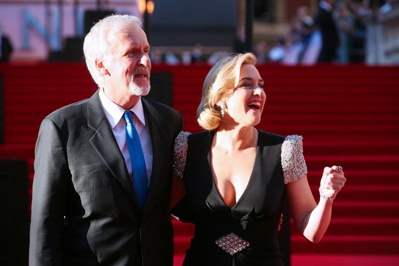Titanic in 3D: Kate Winslet e James Cameron sorridono sul red carpet della Royal Albert Hall di Londra perla premiere di Titanic 3D
