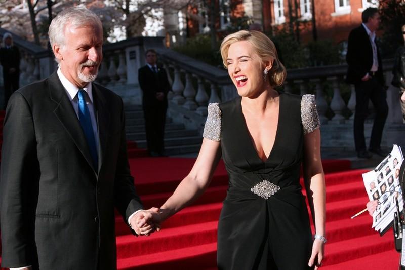 Titanic in 3D: Kate Winslet sorride insieme al regista James Cameron sul red carpet della Royal Albert Hall di Londra per la premiere di Titanic 3D