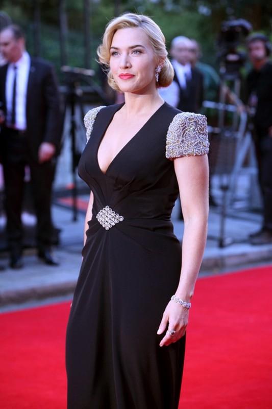 Titanic in 3D: un'elegantissima Kate Winslet sul red carpet della Royal Albert Hall di Londra per la premiere di Titanic 3D