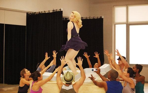 Megan Hilty balla ne Il workshop, settimo episodio si Smash