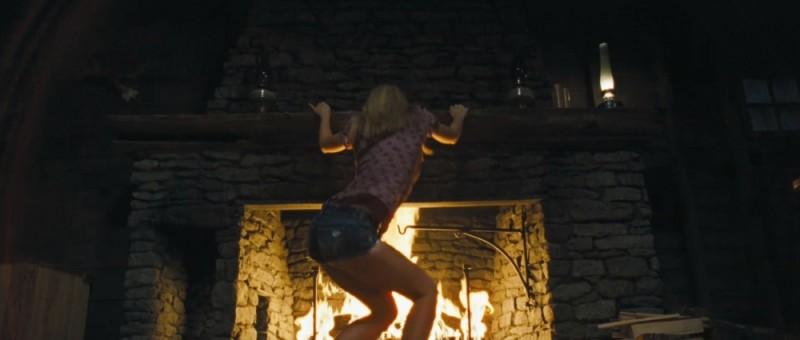 Anna Hutchison in una sequenza sexy di Quella casa nel bosco