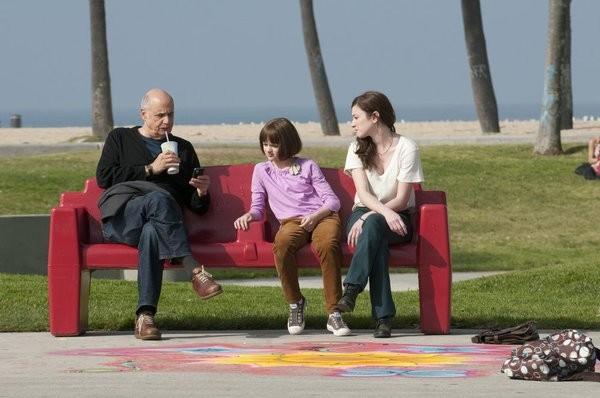 Bent: Amanda Peet, Jeffrey Tambor e Joey King in una sequenza dell'episodio HD