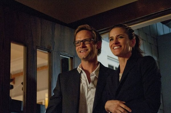 Bent: Matt Letscher e Amanda Peet in una scena dell'episodio HD