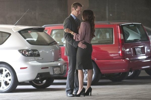 Bent: Matt Letscher e Amanda Peet in una sequenza dell'episodio HD