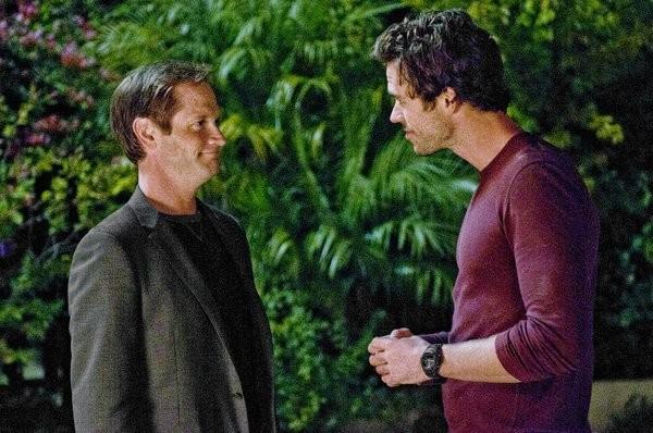Bent: Matt Letscher e David Walton in una scena dell'episodio pilota