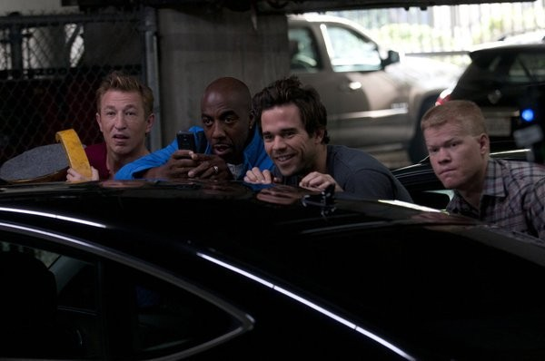Bent: Pavel Lychnikoff, Jesse Plemons, J.B. Smoove e David Walton in una scena dell'episodio HD