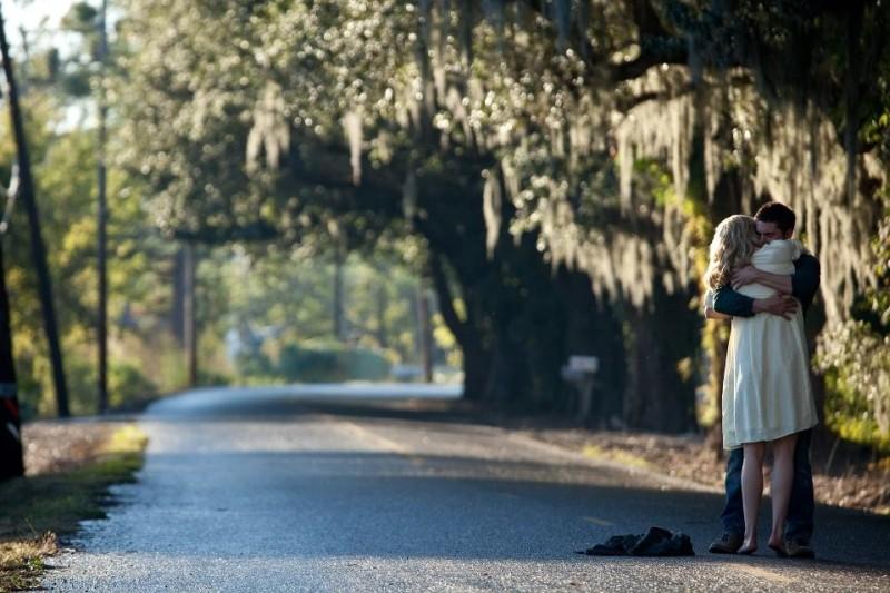 Ho cercato il tuo nome: Taylor Schilling e Zac Efron in una bella immagine del film