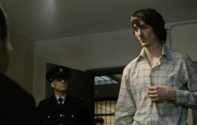 Hunger: Brian Milligan in una scena del film
