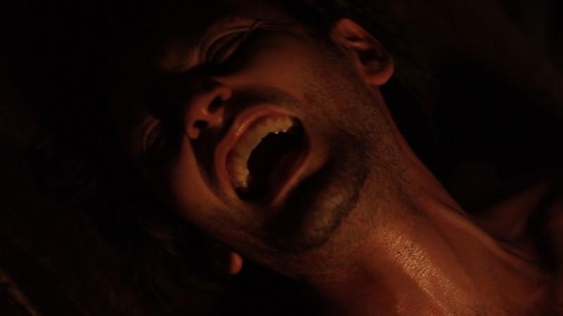 La casa nel vento dei morti: Luca Magri in una drammatica scena del film durante una tortura