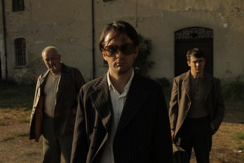 La casa nel vento dei morti: Luca Magri, Marco Iannitello e Francesco Barilli posano sul set del film